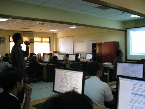 Pelatihan TIK Program Studi TI/SI