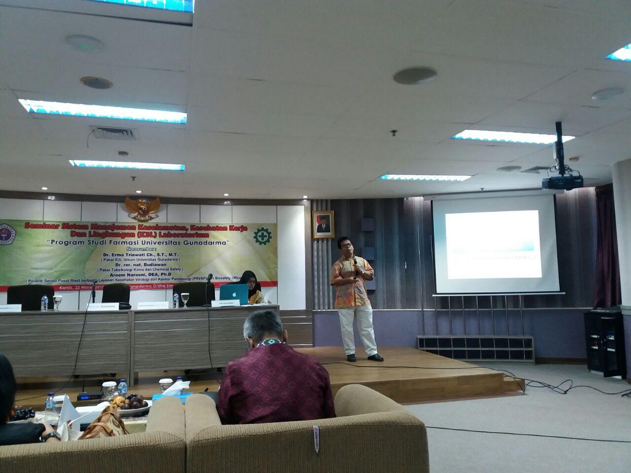 PLP Mengikuti Seminar K3L Laboratorium Program Studi Farmasi Gunadarma